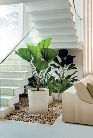 under stairs - casa e jardim